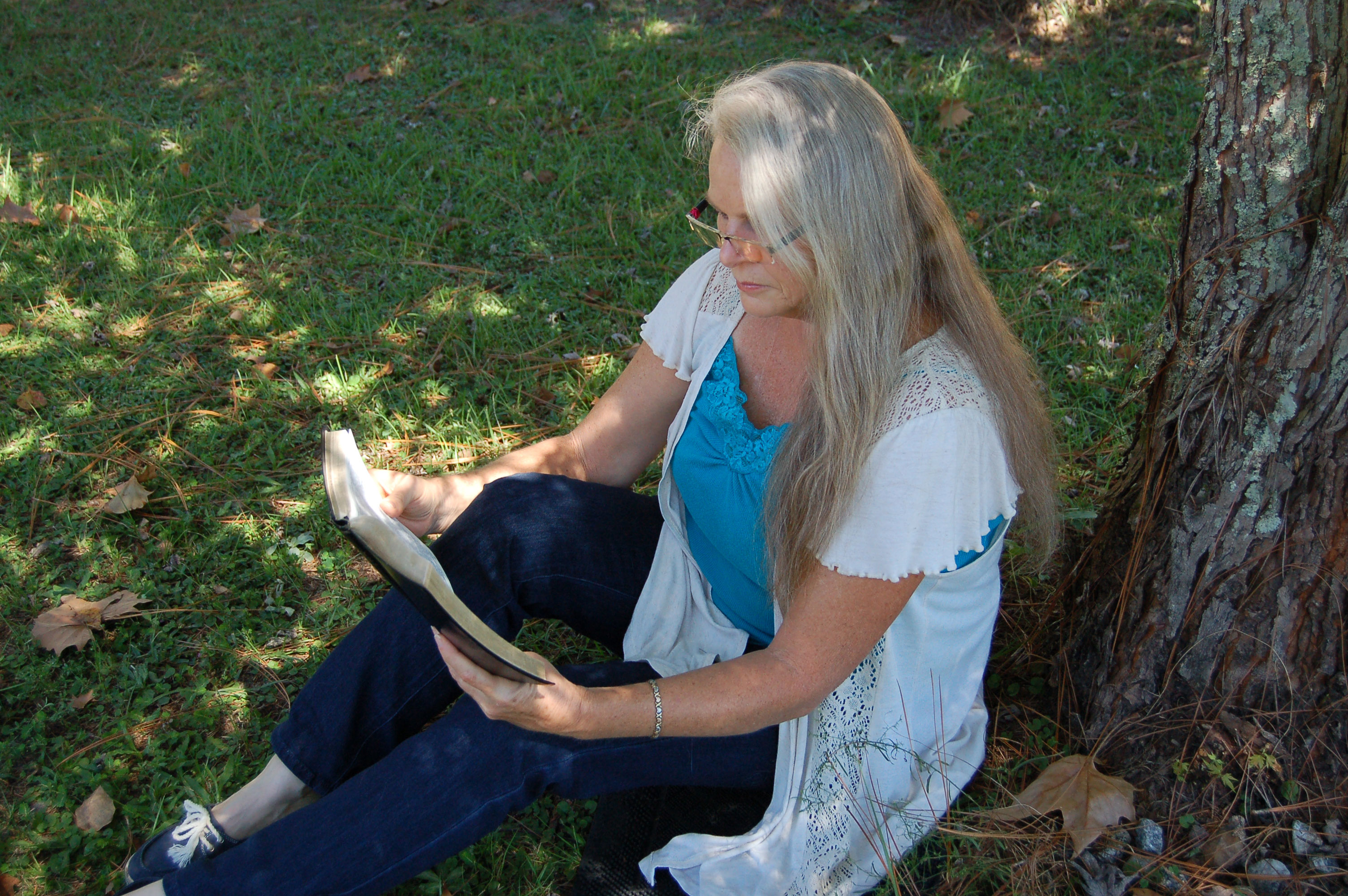 Christian Stock Photos by Linda Bateman - Woman Reading Bible Outdoors, Sitting by Tree